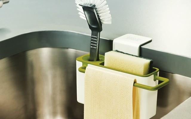 Органайзер в раковину для кухонных принадлежностей.