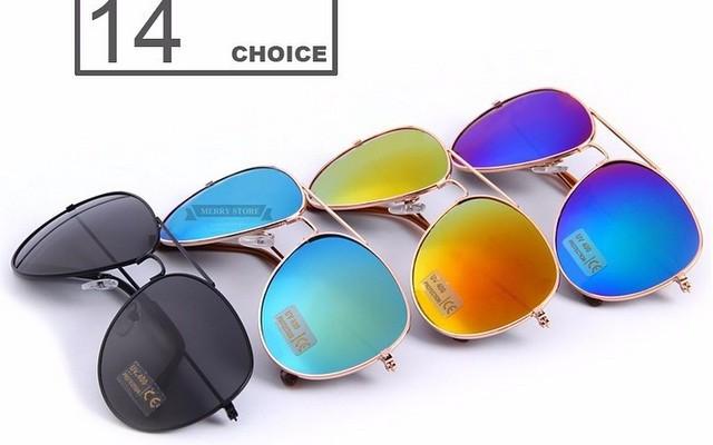 Солнцезащитные очки 14 разных цветов.
